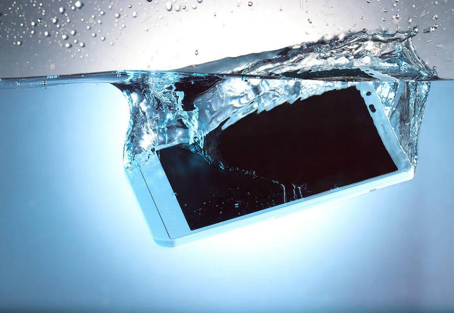 celular caiu na água